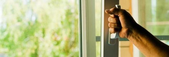 Сколько нельзя открывать окна после установки жалюзи с направляющими на пластиковые окна купить